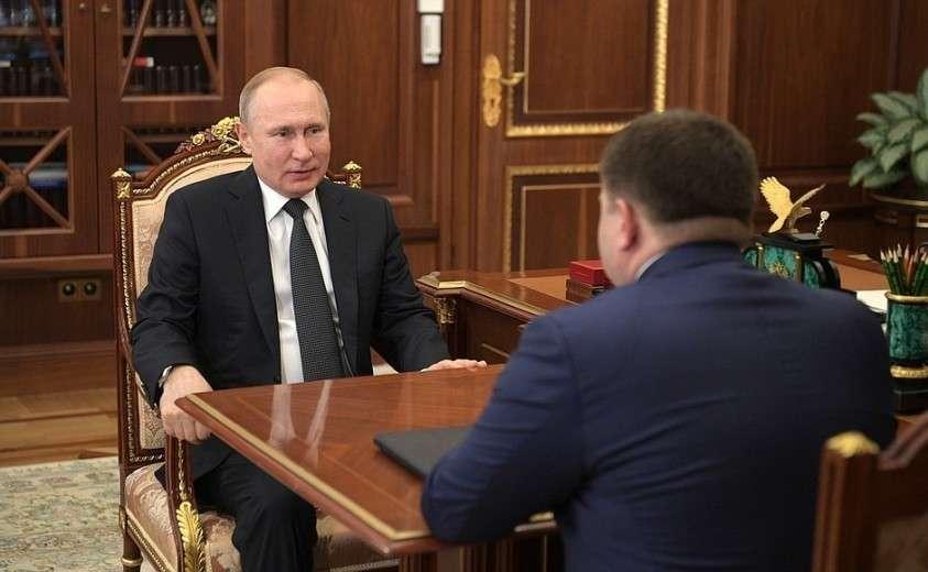 В ходе рабочей встречи с председателем Промсвязьбанка Петром Фрадковым.