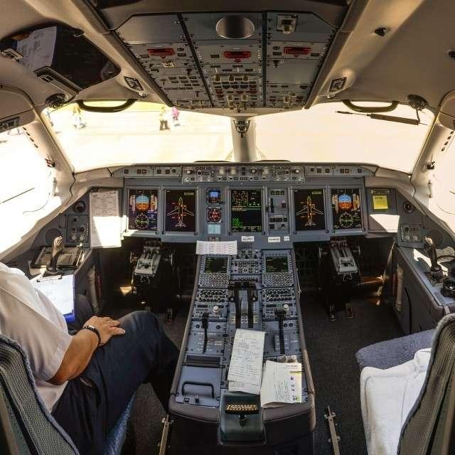 Кабина пилотов Sukhoi Superjet 100