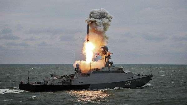 Запуск ракеты Калибр с малого ракетного корабля Град Свияжск