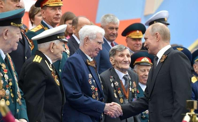 Перед началом Парада Победы. С ветеранами Великой Отечественной войны.
