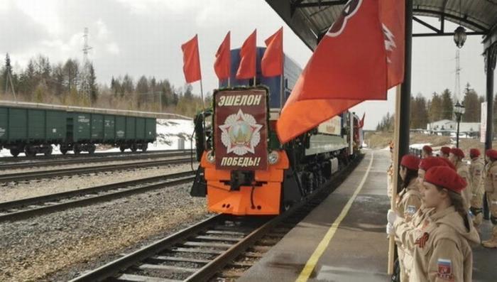 По Якутии с красными знамёнами и букетами гвоздик едет «Эшелон Победы»