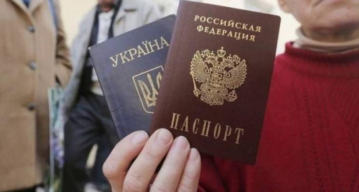 Чиновники Крыма продолжают ездить на Украину, рискуя попасть под увольнение и тюремный срок