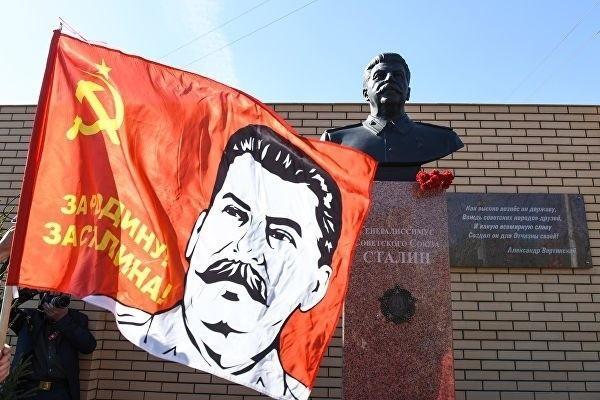 Памятник Иосифу Сталину в Волгограде был открыт к годовщине Победы
