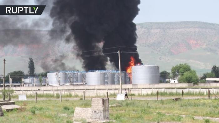 В Киргизии крупный пожар на нефтебазе, эвакуированы 2 тысячи местных жителей