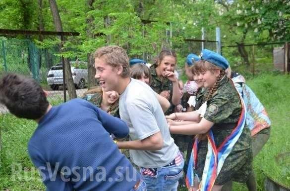 День Победы в Луганске. Ополченцы и молодёжь в одном строю | Русская весна
