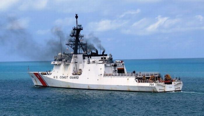Катер ВМФ Венесуэлы прогнал эсминца США из своих территориальных вод