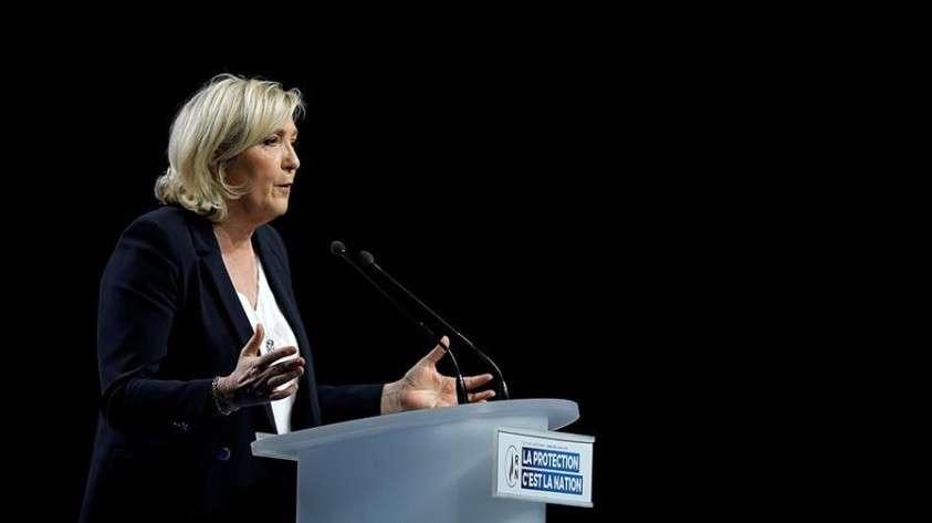 Марин Ле Пен призвала Эммануэля Макрона поступить, как генерал Шарль Де Голль