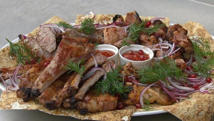 Инфекция в шашлыках и гриле: как распознать опасное мясо