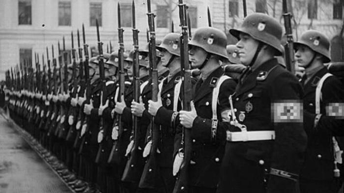 Фашистов СС пытаются превратить в «жертв репрессий»