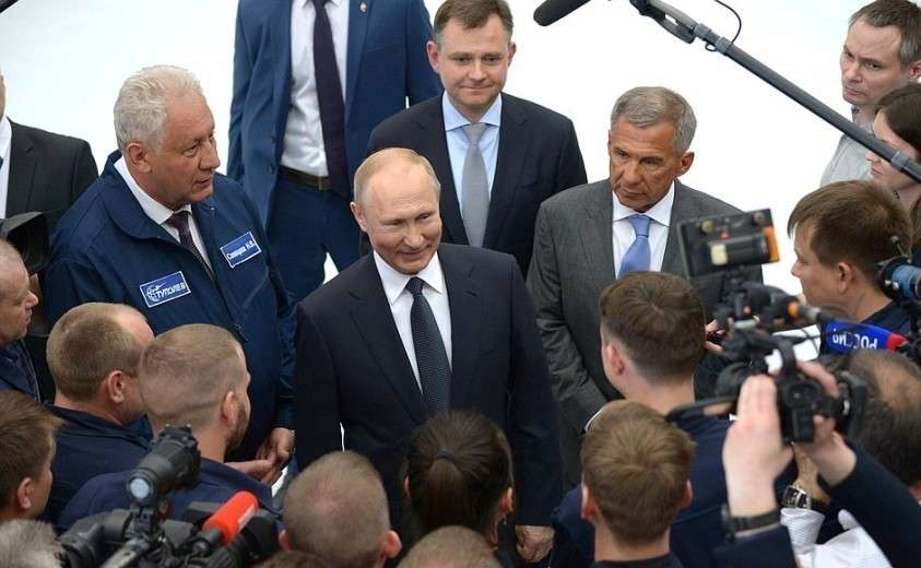 Владимир Путин пообещал сотрудникам казанского авиационного завода «много работы»