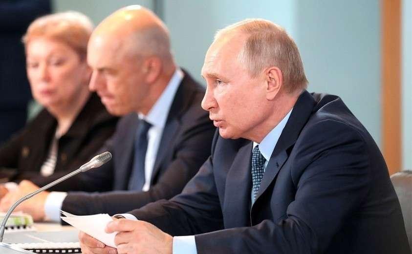Владимир Путин провёл в Ахтубинске совещание по вопросам развития Астраханской области