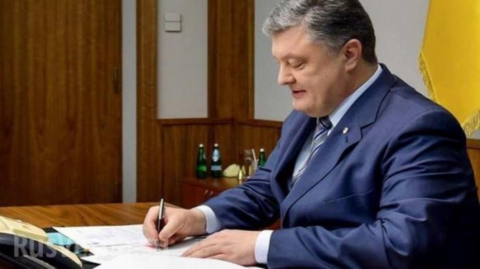 Порошенко подписал скандальный закон ототальной украинизации
