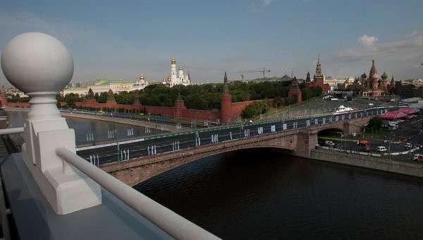 Вид на Московский Кремль через Москва-реку. Архивное фото