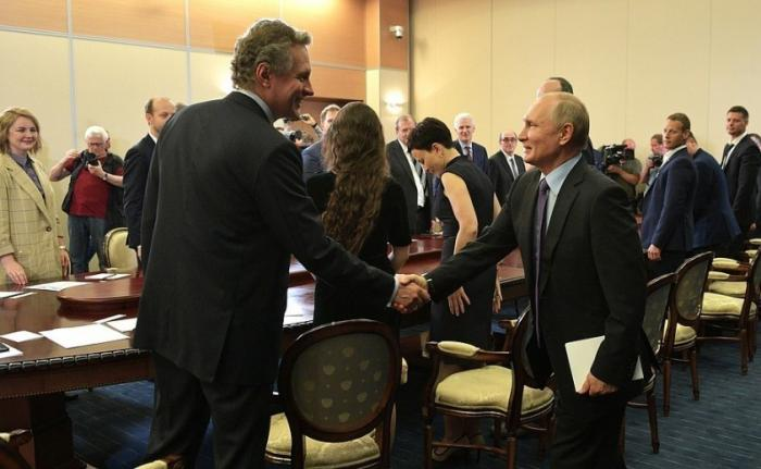Владимир Путин провёл в Сочи встречу с получателями мегагрантов и молодыми учёными