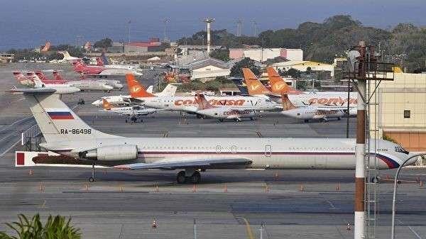 Российский самолет Ил-62М в аэропорту Международном аэропорту Майкетии имени Симона Боливара. 28 марта 2019