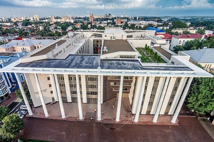 Золотая судья Хахалева и 43 её коллеги из Краснодарского суда скрыли сведения о своих доходах