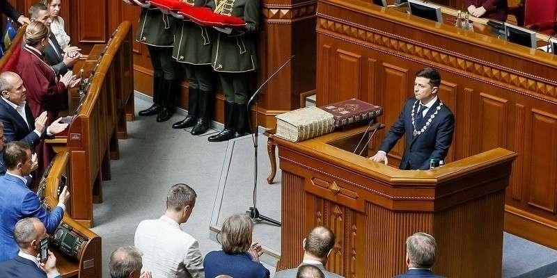 Зеленский на инаугурации распустил Раду и попросил правительство уйти в отставку