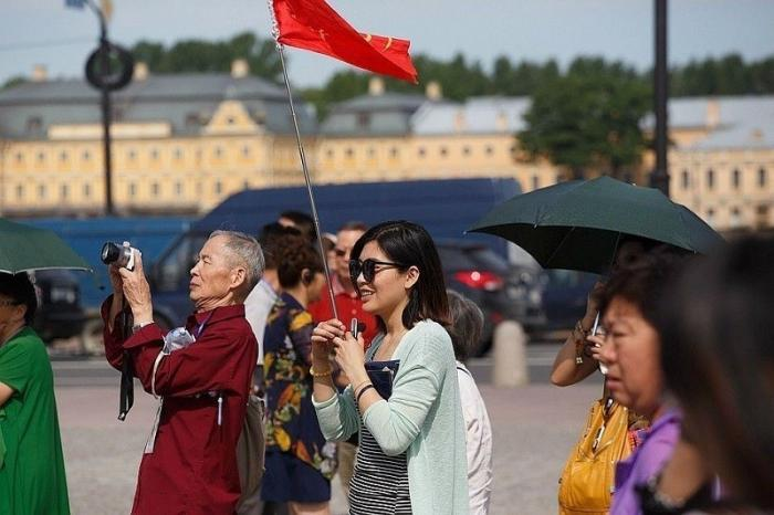 Китайские туристы в России не приносят дохода экономике России