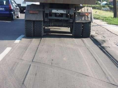 Росавтодор запретил грузовикам выезжать на трассы в жару