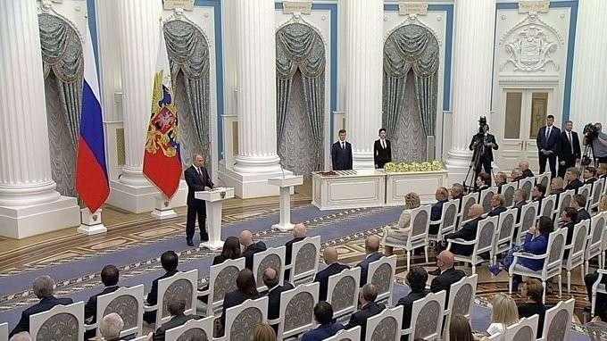 Владимир Путин вручил государственные награды выдающимся гражданам России и иностранцам