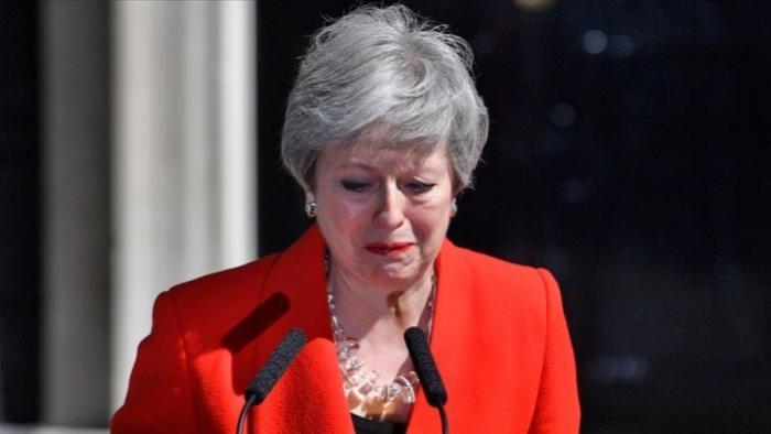 Тереза Мэй расплакалась и ушла в отставку