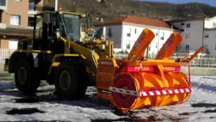 На ВПП Внуково в момент катастрофы Фалькона было две технических машины