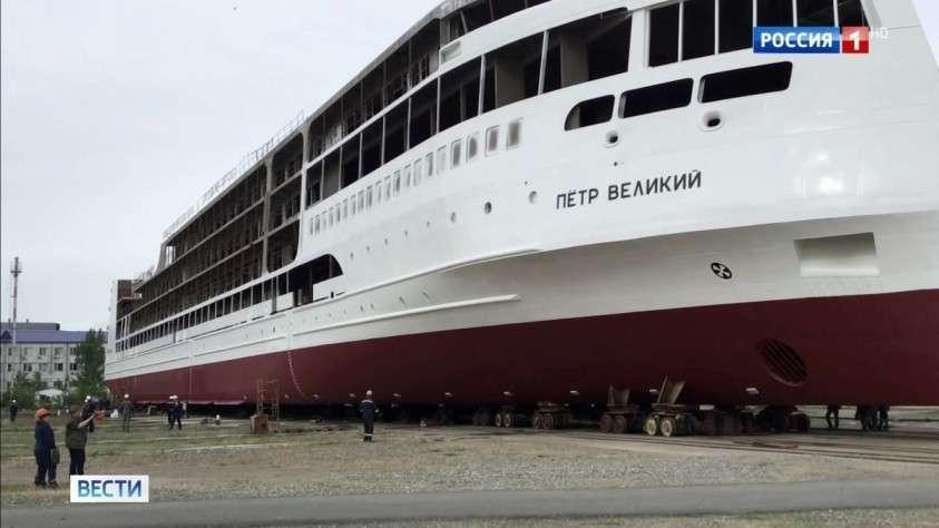 Первый российский круизный лайнер «Петр Великий» спустили на воду