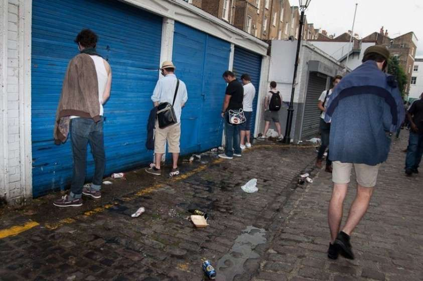 Отдыхать по-английски – напиваться до беспамятства, блевать и мусорить