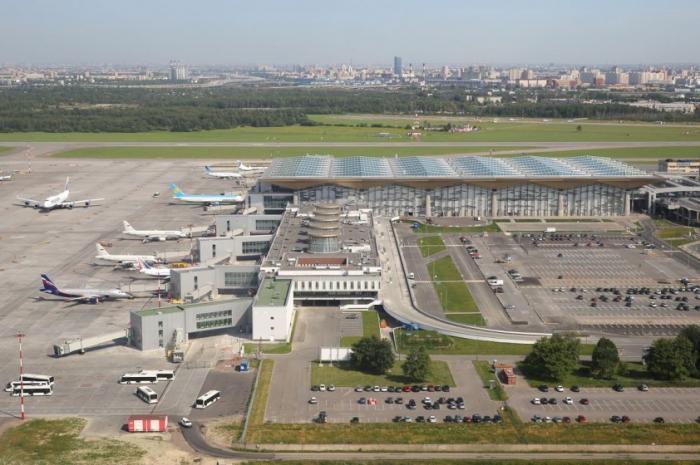 Airbus A330, вылетевший из Пекина, совершил аварийную посадку в Пулкове с отказавшим двигателем
