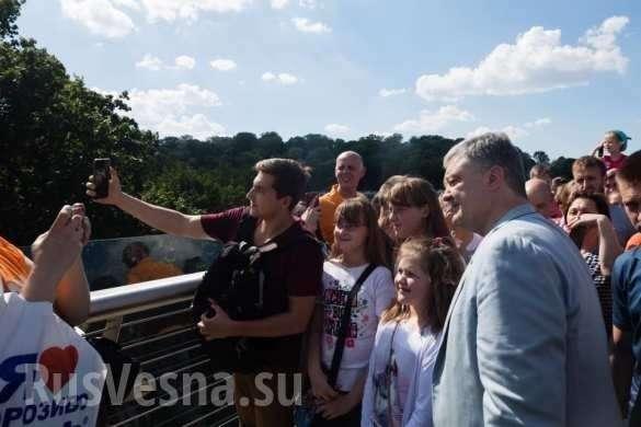 Знаки: Киевский мост дал трещину после визита Порошенко (ФОТО, ВИДЕО) | Русская весна