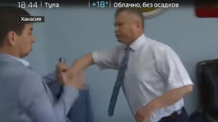 В Единой России прокомментировали нападение хакасского чиновника на журналиста