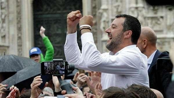 Маттео Сальвини на митинге в Милане