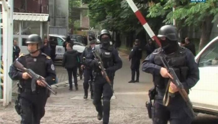 В Косово сербы строят баррикады в ответ на беспредел полиции