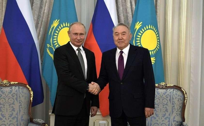 С первым Президентом Казахстана Нурсултаном Назарбаевым.