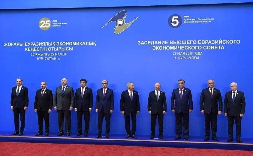 Участники заседания Высшего Евразийского экономического совета в расширенном составе.
