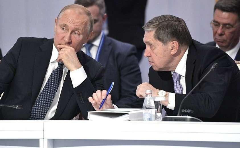 На заседании Высшего Евразийского экономического совета в расширенном составе. С помощником Президента Юрием Ушаковым.
