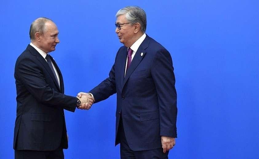 С Президентом Республики Казахстан Касым-Жомарт Токаевым. Перед началом заседания Высшего Евразийского экономического совета.