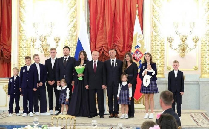 Владимир Путин: многодетные родители – самые главные люди России