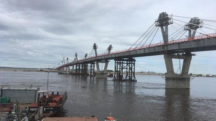 Мост между Россией и Китаем состыкован на середине Амура