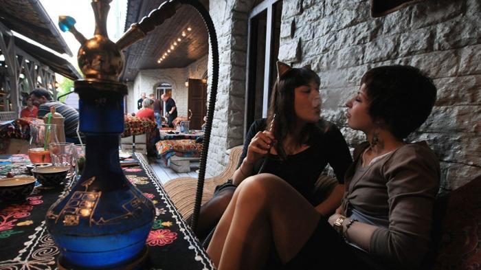 Минздрав поддержал запрет на курение кальянов в кафе и ресторанах
