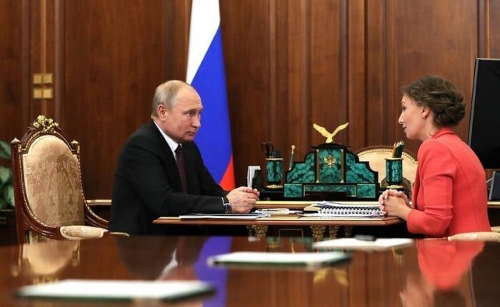 Владимир Путин провёл рабочую встречу сУполномоченным поправам ребёнка Анной Кузнецовой 31.05.2019