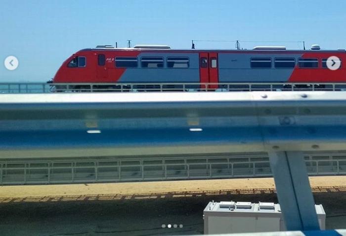 По Крымскому мосту проехал первый пассажирский поезд