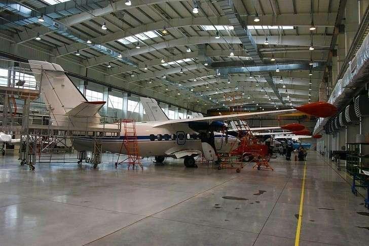 Сборка самолетов Л-410 на УЗГА
