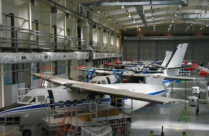 Сборка самолётов Л-410 наУральском заводе гражданской авиации