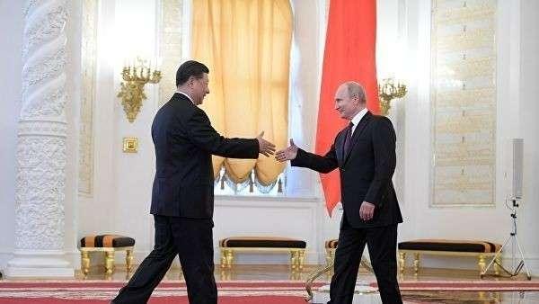 Президент РФ Владимир Путин и председатель Китайской Народной Республики Си Цзиньпин на церемония официальной встречи. 5 июня 2019