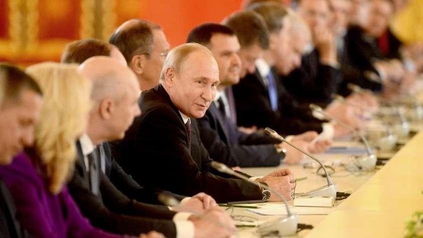 Президент РФ Владимир Путин во время переговоров с председателем Китайской Народной Республики Си Цзиньпинем
