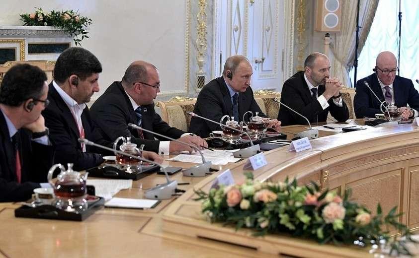 Владимир Путин встречается с руководителями ведущих мировых информационных агентств