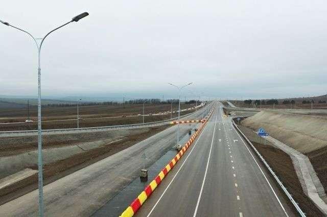 Открыто движение по четырем полосам «Тавриды» на подъезде к Крымскому мосту