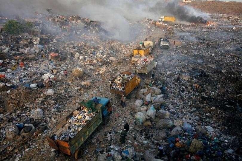 Большая свалка: как Европа засыпает мусором один из крупнейших городов Африки