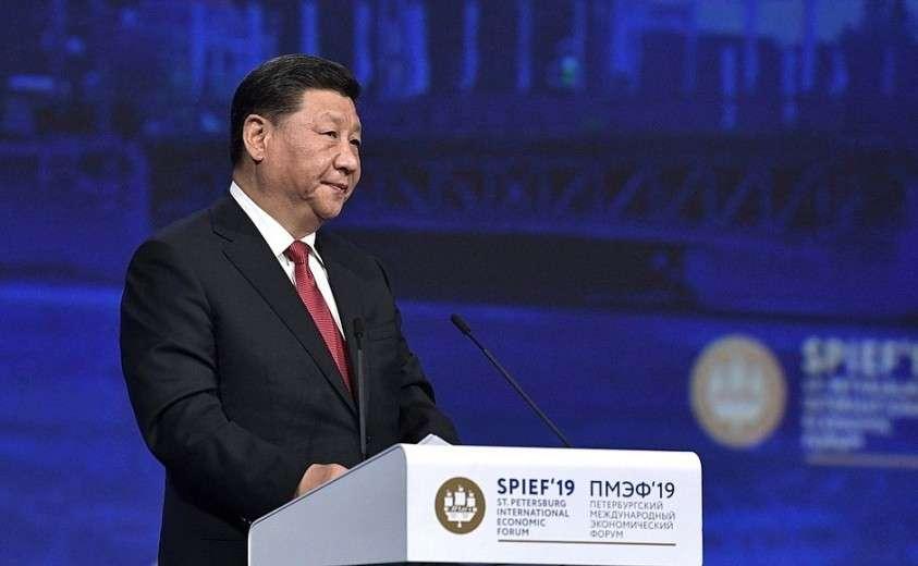 Председатель Китайской Народной Республики Си Цзиньпин на пленарном заседании Петербургского международного экономического форума.